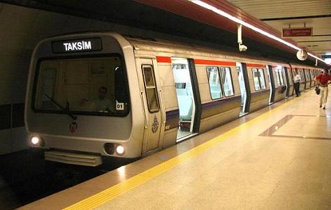 İstanbul metrosunda polisten çıplak arama!