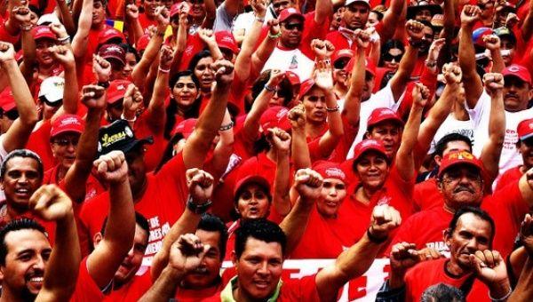 Venezuela'da patronlar greve çağrıyor, işçiler direniyor