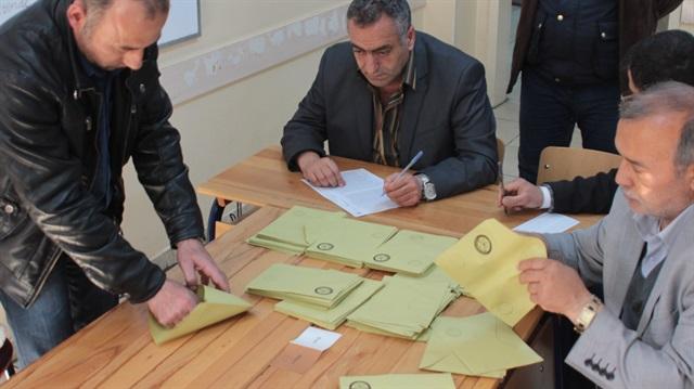YSK skandal kararlara devam ediyor: Mühürsüz oylar da sayılacak!