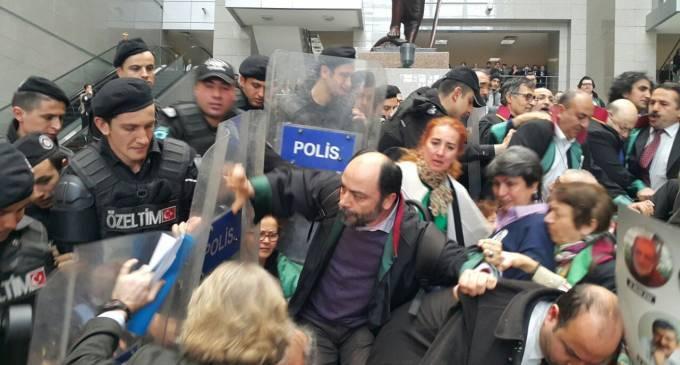 Şaka gibi ama değil: Avukatları hastanelik eden polisler