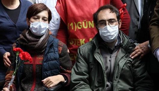 VİDEO | Açlık grevi direnişinde 71. gün: Polis gece yarısı saldırısında 18 kişiyi gözaltına aldı