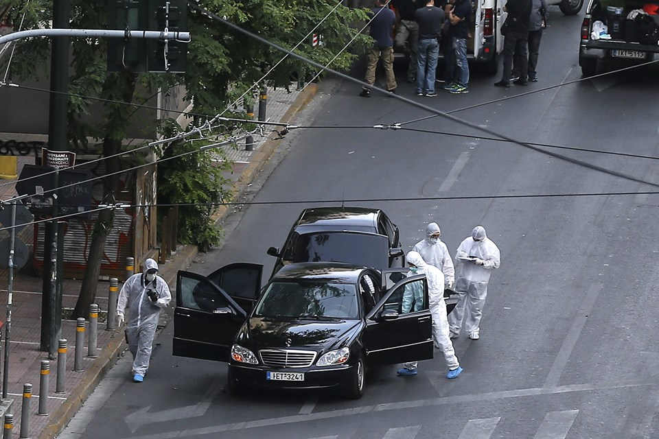Atina'da bombalı saldırı! Eski başbakan yaralandı