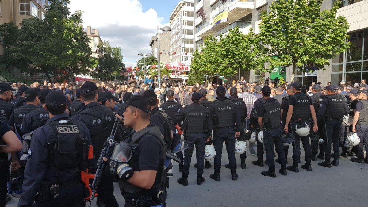 VİDEO | Gaz, plastik mermi, gözaltı... Ankara'da yine polis terörü!