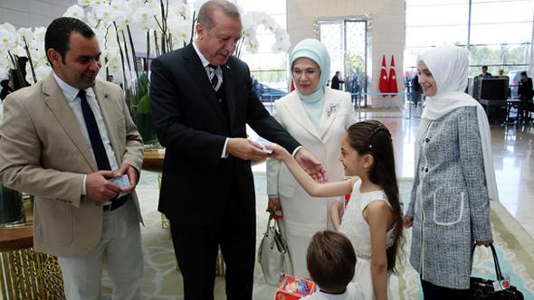 Erdoğan cihatçı Alabed ailesine kendi eliyle vatandaşlık verdi
