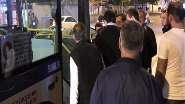 Kadın yolcu halk otobüsü şöförünü bıçakladı