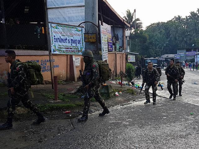 Cihatçılar Filipinler'de kiliseyi basıp cemaati rehin aldı