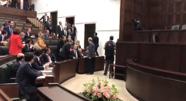 AKP grubunda Erdoğan'ın korumaları ile vekiller arasında gerginlik