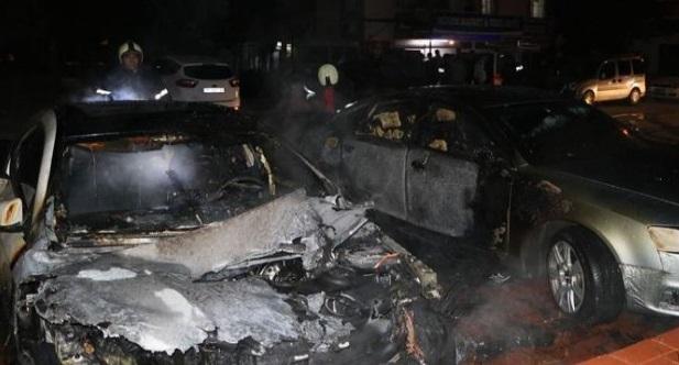 Şizofreni hastası genç, mahalledeki araçları ateşe verdi