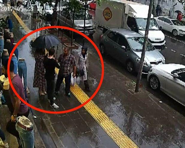 VİDEO | Yolda yürüyen çifte gerici saldırı: