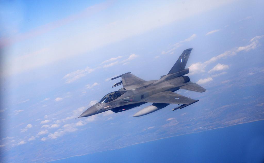 Ege'de savaş uçağı düştü