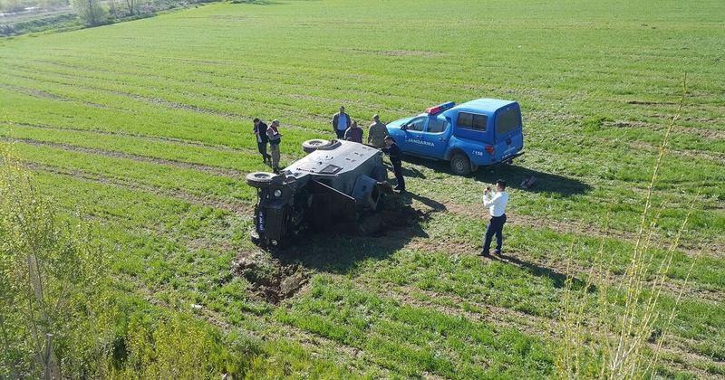 Horasan'da askeri araç devrildi: Yaralılar var