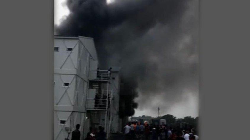 İstanbul'da inşaat işçilerinin kaldığı konteynerlerde yangın!