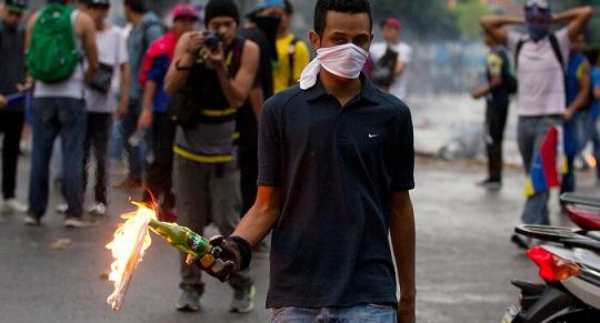 İşte Venezuela'nın 'demokratik' muhalefeti: Patlayıcılar ele geçirildi