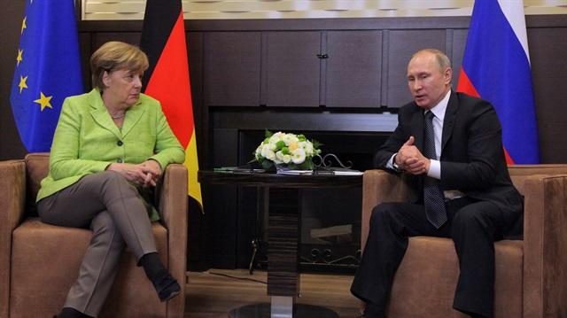 Merkel ile görüşen Putin: Suriye'de ABD olmadan sorunlar çözülemez