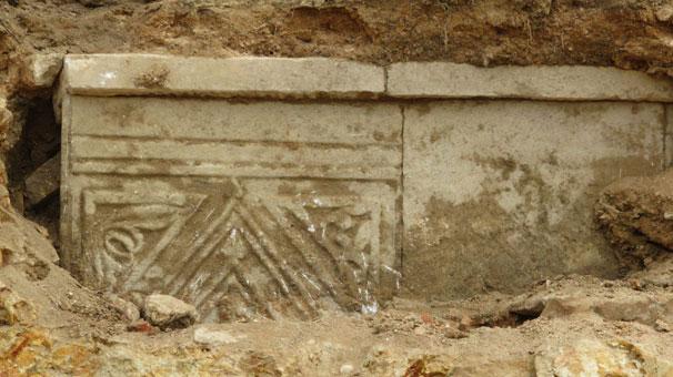 İstanbul'da yol çalışmasında tarihi mezar bulundu