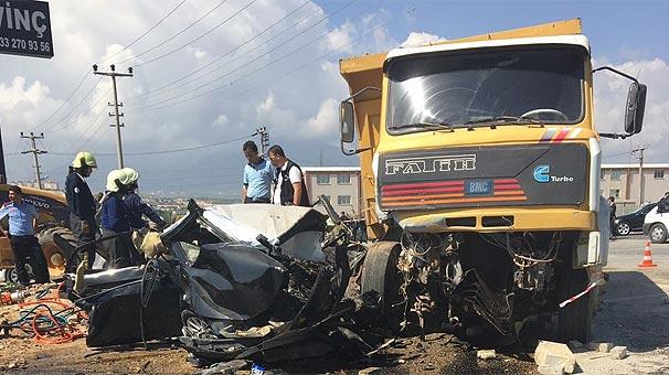 Başsavcı ve koruması kazada öldü