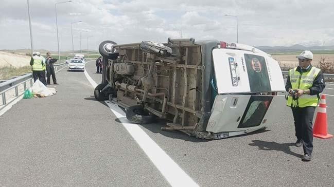 Tarım işçilerini taşıyan minibüs devrildi: 13 yaralı