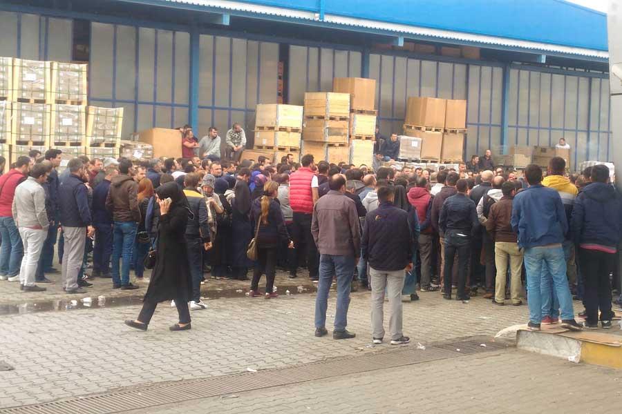 VİDEO | Düzce'de işçiler kendilerini tehdit eden Türk Metal yöneticilerini kovdu!
