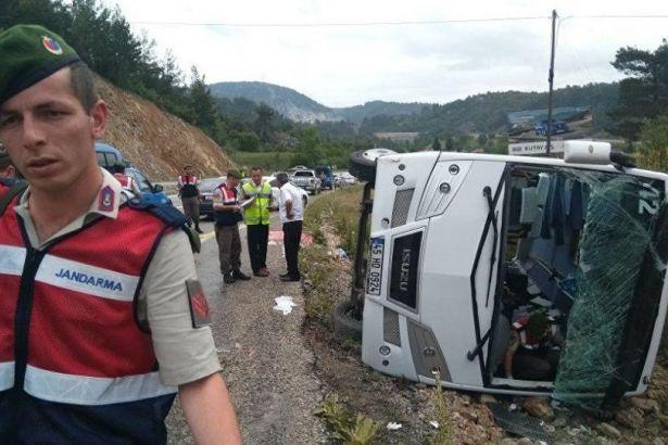 Ukraynalı turistleri taşıyan midibüs şarampole devrildi: Çok sayıda yaralı var