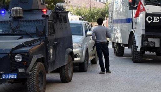 Polis aracına EYP'li saldırı