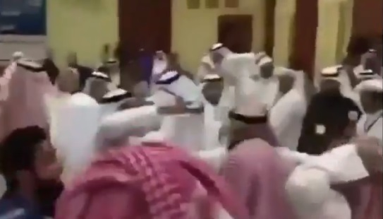 VİDEO | Cihatçı finansörleri tekme tokat: Katar ve Suudi Arabistan heyetleri Kuveyt'te birbirine girdi