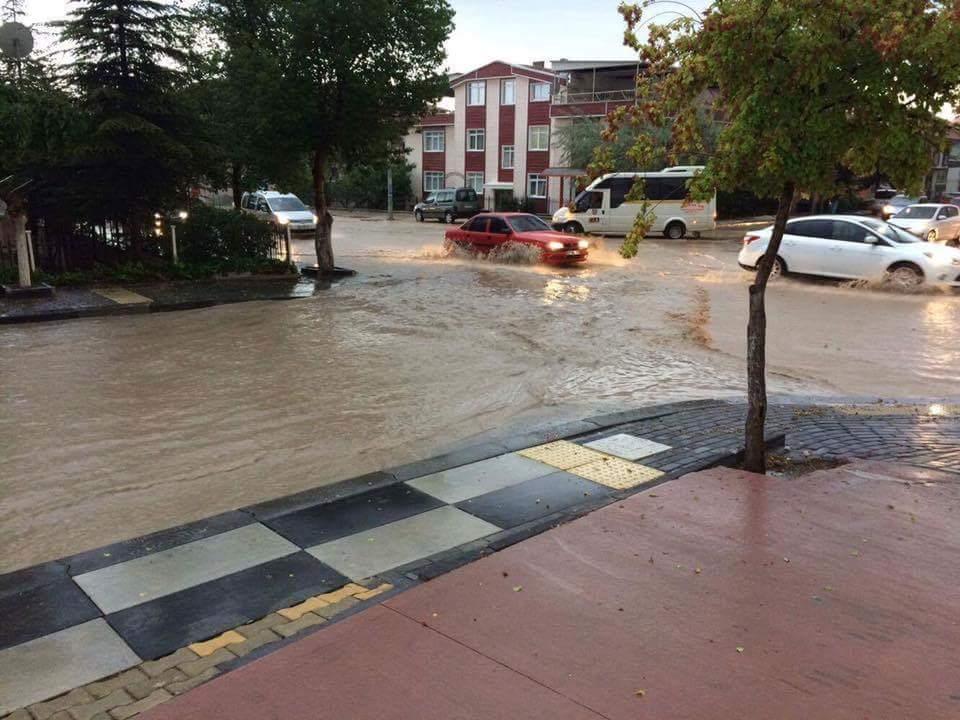 Yarım saatlik yağmur Polatlı'yı alt üst etti