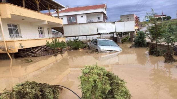 Ankara'yı sel vurdu: Çok sayıda ev ve işyeri sular altında