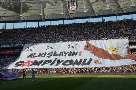 Beşiktaş Osmanlıspor'u 4-0 yendi ve şampiyonluğunu resmen ilan etti