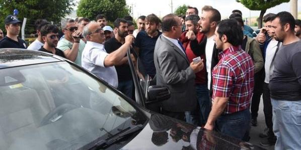 Sivas'ta işçiler eylemde: Fabrika girişini kapatıp patronu durdurdular