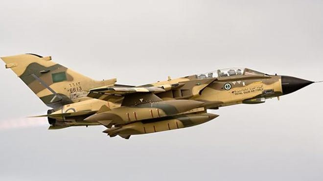 Suudi uçakları Yemen'de pazarı bombaladı: Onlarca ölü var
