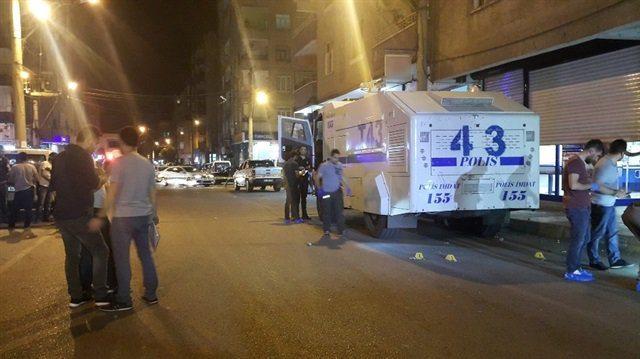 Diyarbakır'da TOMA'ya patlayıcı ile saldırı