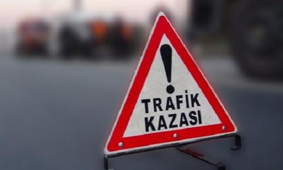 Sivas'ta minibüs, işçileri taşıyan traktöre çarptı: 20 yaralı