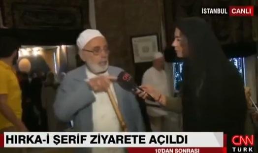 VİDEO | 'Hırka' ziyaretinde mikrofon uzatılan kişiden muhabire hakaret