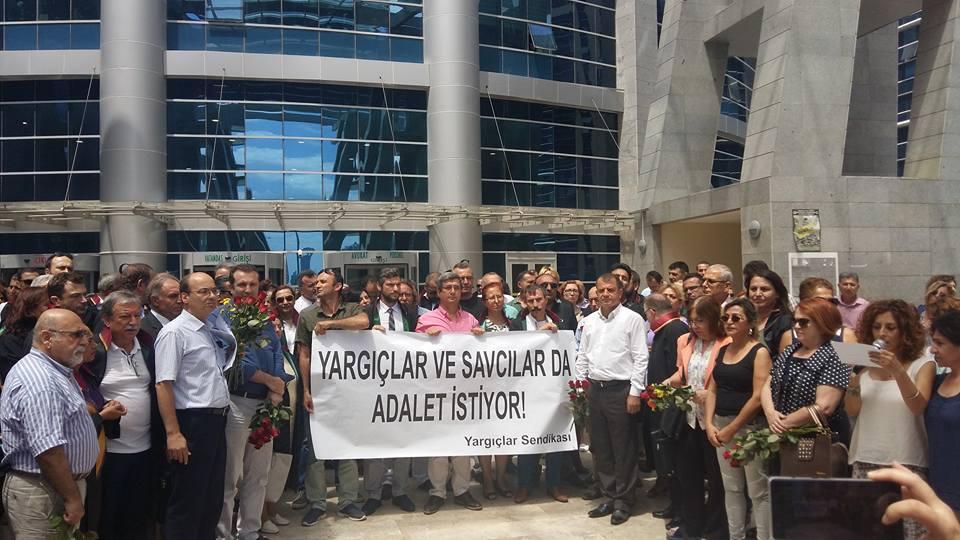 Yargıçlar Sendikası'ndan sürgün kararnamesine karşı eylem