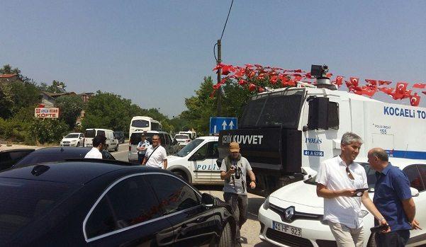 HDP'li vekillere Kandıra Cezaevi önünde engelleme