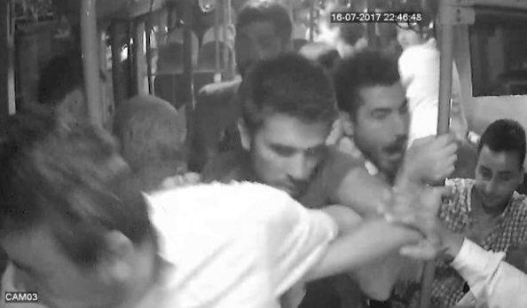 VİDEO | Halk otobüsünde taciz kavgası: Tekmeler, yumruklar havada uçuştu...