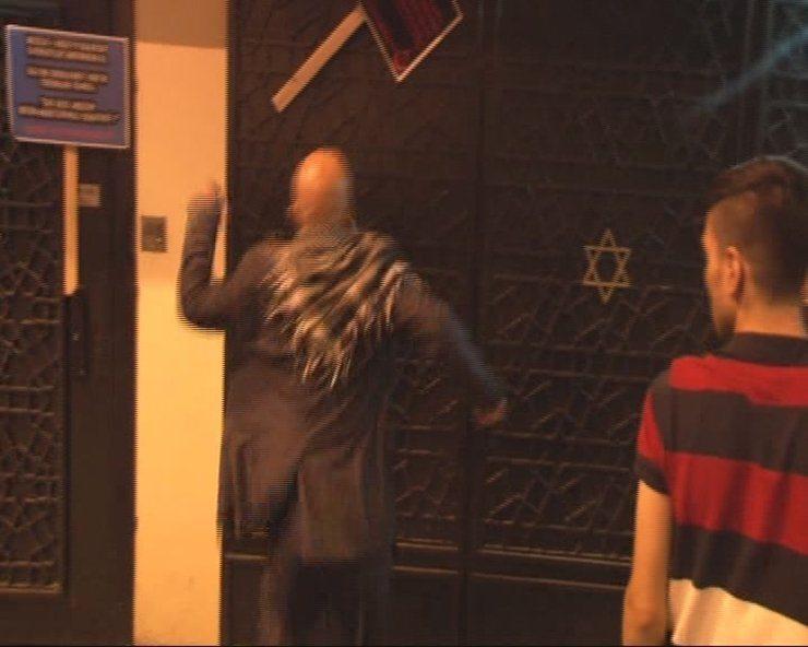 İstanbul'da sinagoga taşlı saldırı