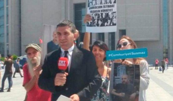 VİDEO | TRT'ye canlı yayında protesto: