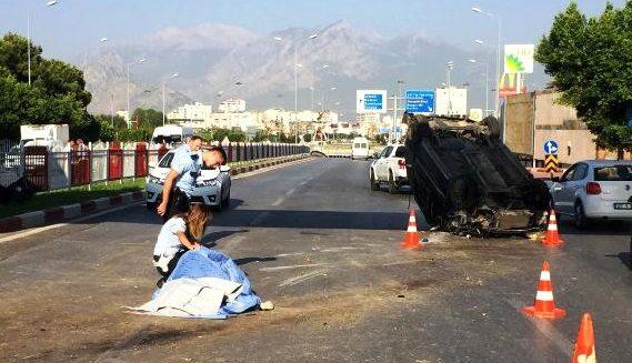 Stajyer hemşireleri taşıyan otomobil sıkıştırılınca takla attı: 1 ölü, 2 yaralı!