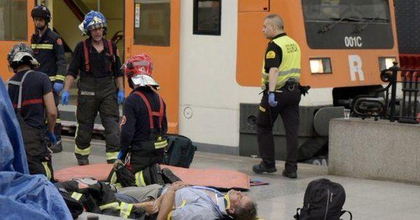 Barcelona'da tren kazası: 50'ye yakın yaralı
