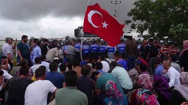 Gebze'de yıkım gerginliği: Sela okuyarak direnme çağrısı yapıldı