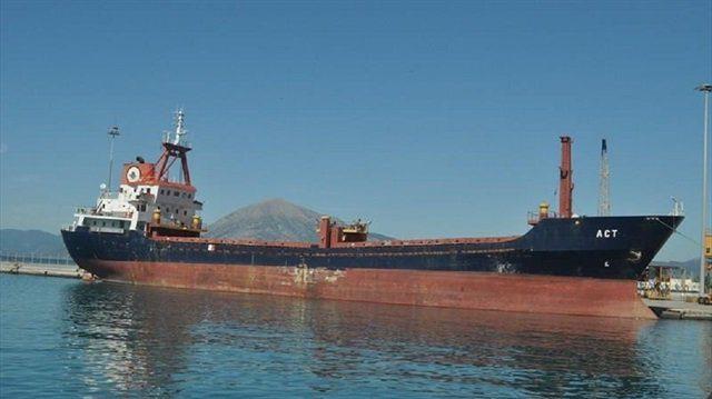 Ege'de sıcak saatler: Yunan Sahil Güvenliği'nin Türk gemisine ateş açtığı iddia ediliyor