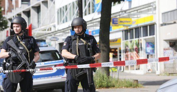 Hamburg'da süpermarkete saldırı: Ölü ve yaralılar var