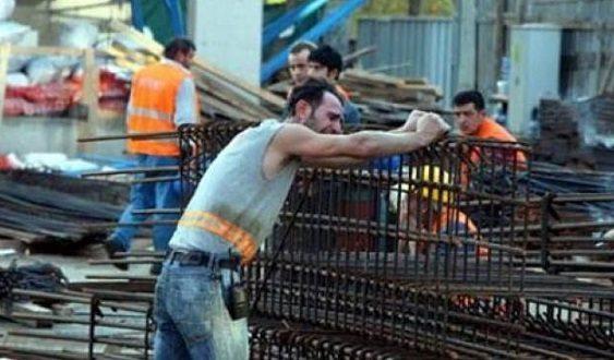 İnşaat işçileri akıma kapıldı, bir işçi feci şekilde hayatını kaybetti