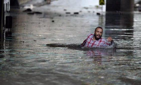 İstanbul'u şiddetli yağış ve fırtınada çok sayıda yaralı var: 2 kişinin durumu ağır