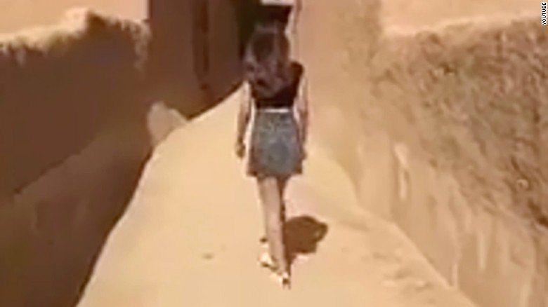 Suudi Arabistan'da bir kadın mini etek giydiği için tutuklandı