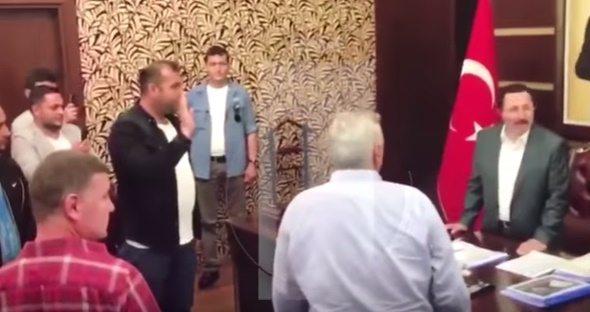 VİDEO | İsmailağacı olduğu söylenen yeni vali makamına tekbirlerle oturdu!