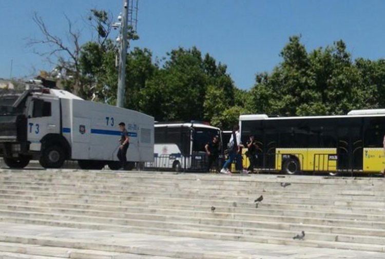Trans Onur Yürüyüşü öncesi Gezi Parkı'nda polis ablukası