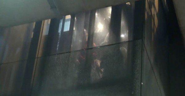Taksim'de korkulu anlar: Metroya inerken mahsur kaldılar