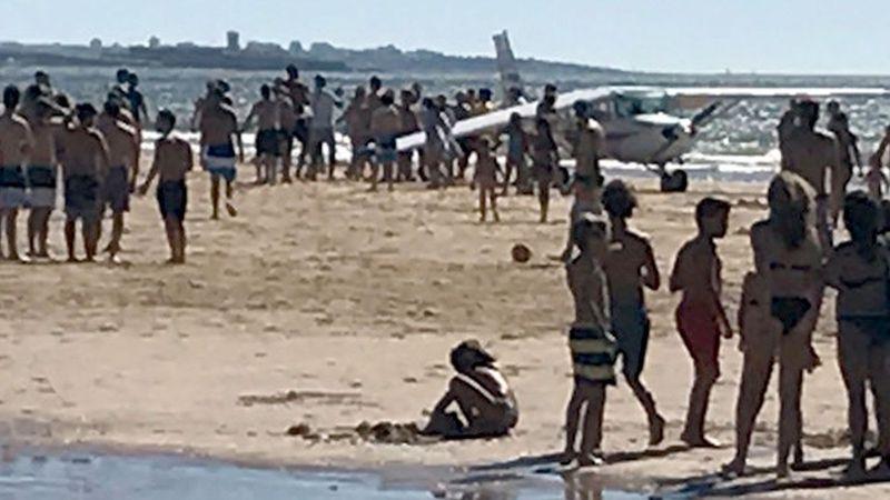 Portekiz'de uçak sahile indi: Ölü ve yaralılar var